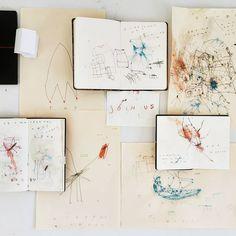 « Positive ++++ . #endofwar #shortstories #animals #illustration #art #artcollective #design #instaart #instagood #sketch #tatesketchbook #abstract… »