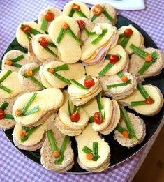Flip Flop Sandwiches and other fun Beach Party Food Ideas: beachblissliving…. Flip Flop Sandwiches and other fun Beach Party Food Ideas: beachblissliving…. Snacks Für Party, Luau Party, Beach Party, Wedding Beach, Hawaii Party Food, Beach Theme Parties, Hawaiian Theme Party Food, Luau Snacks, Aloha Party