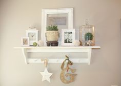 Decorating my shelves House Shelves, Table Shelves, Display Shelves, Country Girl Home, Country Decor, Country Style, Home Wall Decor, Diy Room Decor, Shabby Chic Cabin
