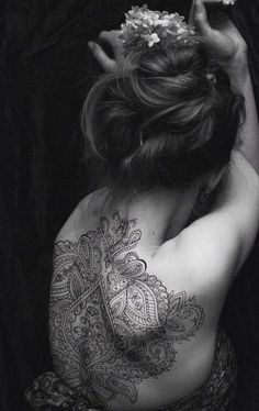 http://tattooideas247.com/wp-content/uploads/2014/11/Amazing-Henna-Style-Back-Tat.jpg Amazing Henna Style Back Tat #AmazingPatternTattoo, #BackTattoo, #HennaTattoo