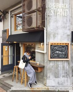 Home Decoration Cheap Ideas Product Small Coffee Shop, Coffee Store, Coffee Shop Design, Coffee Cafe, Cafe Design, Japanese Coffee Shop, Design Design, Interior Design, Cafe Bar