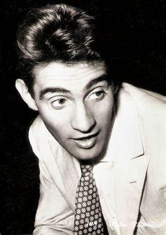 Walter Chiari (Verona, 8 marzo 1924 – Milano, 20 dicembre 1991), attore, comico e conduttore televisivo italiano.