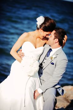 Must get a photo like this at my waterfront wedding ceremony! | Photo: Daphne Doerr Photography | InfinityAndOvation.com