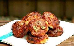 Еще больше рецептов здесь https://plus.google.com/116534260894270112373/posts  Пиццетте 🍕  Итальянское блюдо – маленькие закусочные пиццы с оливками, сыром и ветчиной.  Ингредиенты:  Для теста: 500 г муки 3 столовые ложки оливкового масла 1 чайная ложка соли 250 мл теплой воды 1 пакетик сухих дрожжей (7 г) 1 столовая ложка сахара  Для начинки: 150 мл томатного пюре ¼ чайной ложки соли 1 столовая ложка оливкового масла ¾ столовые ложки сушеного орегано 300 г сыра моцарелла, измельченного…