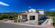 Sardegna Budoni Alta. Disponibili: Villetta trilocale, villetta quadrivano e attico vista mare indipendente. Ampi giardini. Per dettagli www.orizzontecasasardegna.com  #budoni #sardegna #immobiliare #vendita #villetta #agenzie #case