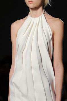 Beautifully pleated white dress - chic pleats;  fashion details // Victoria Beckham