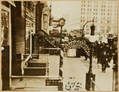 Child's Restaurant; American Art Galleries; Fifth Avenue Building; Street clock 1912
