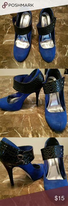 ☟PRICE☟***BLUE & BLACK SUEDE HEELS*** Blue & black suede heels. Super comfy & unique! Bertinni Shoes Heels