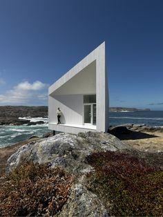 Squish Studio designed von den norwegischen Architekten Saunders befindet sich etwas außerhalb der kleinen Stadt Tilting am östlichen Ende der Insel Fogo, Kanada.