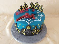 Torta Spiderman | Spiderman cake http://blog.giallozafferano.it/crociedeliziedioriana/2015/02/torta-spiderman-3.html