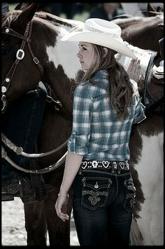 Amber Marshall. I have that same belt design!