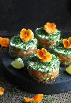 Simple appetizer with salmon and avocado- Enkel forrett med laks og avokado simple appetizer with Salma and avocado - Salmon Recipes, Raw Food Recipes, Healthy Recipes, Seafood Recipes, Tapas, Salmon Appetizer, Appetizer Recipes, Simple Appetizers, Food Porn