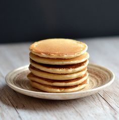 If there's one type of baking I feel I've mastered, it's pancakes! I've even joked about writing my own recipe book solely of different pancake recipes. And it all started with these little beauties. Waffles, Baked Pancakes, Pancakes Easy, Keto Pancakes, Dessert Simple, Crepes, Golden Syrup Cake, Sultana Cake, Dessert Minute