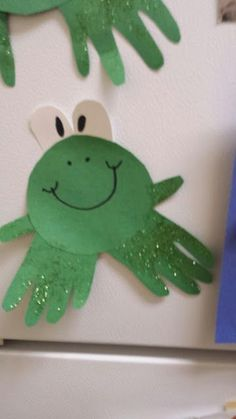 handprint frog craft hanging on the fridge #craftsforkids