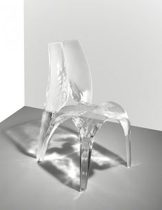 "Silla ""Liquid Glacial"" diseñada por Zaha Hadid"