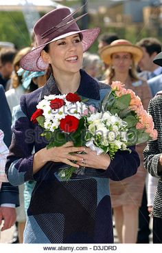 (dpa) - Crown Princess Mary smiles as she holds bunches flowers in her hand during her visit to the new technology theme park 'Danfoss Universe' in Nordborg, Denmark, 05 May 2005. It is the royal couple's first official public appearance since the announcement of Mary's pregnancy. The park features around 150 attractions where visitors can playfully familiarise themselves with the  - Stock Image