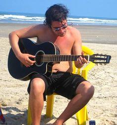 Em Praia Grande, torrando no Sol, 2014