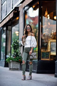 Tendencias: Tops con hombros al descubierto  #ootd #outfitoftheday #lookoftheday #fashion #style #love #summer #beautiful #lookbook #outfit #look #clothes #fashionista #fashionable #glamour #streetstyle #streetwear #trendy #streetfashion #blogger #fashionblogger #inspiration #photooftheday #trend #fashionblog #fashiondiaries #fashionstile #fashionlover #verano #moda #estilo #tendencias #stylediaries #styleoftheday #stylegram #instafashion