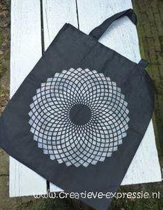 Joli sac dont le motif a été réalisé à la peinture DIAM'S 3D