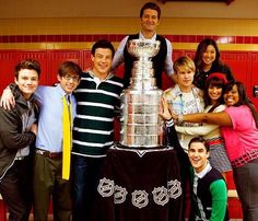 Amber Riley and members of the Glee cast with Lord Stanley's cup! Truly a historic moment! Now, if only we could photoshop Rachel out. Movies Showing, Movies And Tv Shows, Rachel And Finn, Glee Club, Naya Rivera, Chris Colfer, Cory Monteith, Rocky Horror, Lea Michele