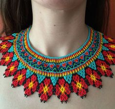 Collier Emberas Flores by OSunMoon on Etsy Bead Jewellery, Beaded Jewelry, Beaded Bracelets, Beaded Crafts, Beaded Ornaments, Diy Necklace Patterns, Mexican Jewelry, Beaded Collar, Beaded Statement Necklace