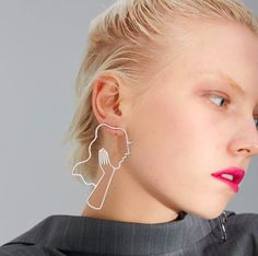 Cosstore 2018 New Chic Hollow Out Long Hair Beauty Outline Long Earrings For Women Her Face Statement Earrings Girls bijoux Face Earrings, Girls Earrings, Drop Earrings, Boho Earrings, Art Resin, Memory Wire Jewelry, Types Of Earrings, Coin Pendant Necklace, Color Dorado
