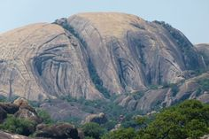 The sacred Matobo Hill in the Matobo National Park, near Bulawayo in Zimbabwe. These extraordinary granite rock formations exerted a strong presence over . The Matobo Hills World Heritage Landscape. Zimbabwe History, All Nature, Amazing Nature, Story Of The World, African Safari, Africa Travel, Heaven On Earth, World Heritage Sites, Continents