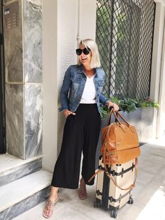 Flawless Summer Outfits Ideas For Slim Women That Looks Cool - Oscilling Fashion Pants, Look Fashion, Autumn Fashion, Fashion Outfits, Womens Fashion, Gypsy Fashion, Travel Fashion, Fashion 2020, Fashion Details