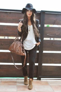 Printed jeans & boho hat black white brown fall fashion style