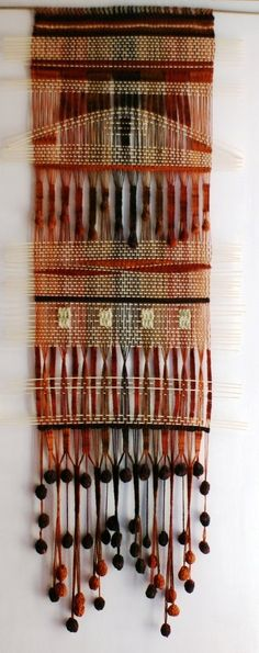 .telar palos Weaving Textiles, Weaving Patterns, Tapestry Weaving, Loom Weaving, Hand Weaving, Art Textile, Weaving Projects, Sewing Art, Woven Wall Hanging