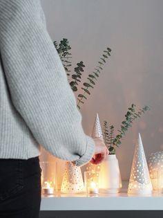 Minimal Christmas decor. Simple, Scandinavian Christmas decorations with Kahler