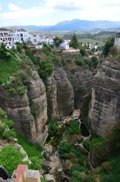 Schlucht von der Puente Nuevo Ronda - Spanien by Travel Michi Great Places, Places To See, Beautiful Places, Beautiful Scarves, Vacation Places, Places To Travel, Hispanic Countries, Ronda Malaga, Nerja