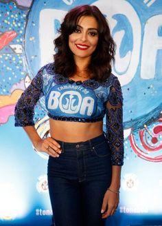 Look Carnaval: Juliana Paes Abada Customizado Carnaval Blusa Cropped Calça Jeans Cintura Alta