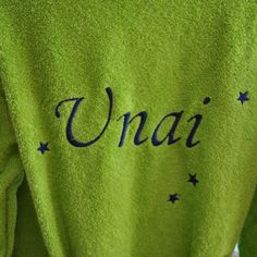 Albornoz niño verde pistacho con estrellas azules