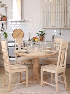 JUVIn Rooma-pöydän ääreen mahtuu monta ruokailijaa. Keskijalka on pyöreässä pöydässä ehdottoman toimiva ratkaisu, sillä tuoleja saa sijoitettua pöydän ympärille vapaasti. Outdoor Furniture Sets, Decor, Furniture, Outdoor Decor, Dining, Outdoor Furniture, Home Decor, Furniture Sets, Dining Chairs
