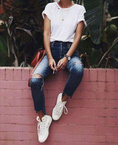 e0882bd58128 pinterest : @vivalavitaa snapchat : sandramiron instagram : _saaaaandra  Minimal Clothing, Minimal Shoes,