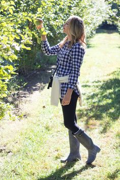 Apple picking outfit | Hunter boots fall outfit | gingham for fall | @ashncarrington