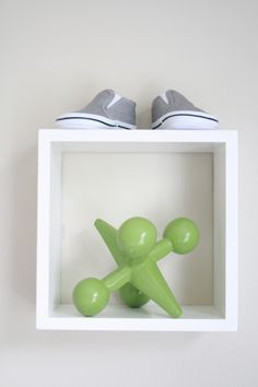 Simply styled wall shelf in nursery - #modern #nurserydecor