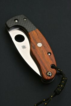 Handmade custom Spyderco folding knife with carbon fiber and wood handle(www.customspyderco.com)