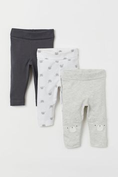 Leggings in soft, organic cotton jersey with various designs. Wide, foldover ribbing at waist. Baby Outfits Newborn, Baby Boy Newborn, Baby Boy Outfits, Kids Outfits, Baby Girl Pants, Baby Girl Shoes, Girls Pants, H & M Baby, Leggings