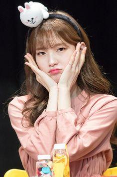 """트위터의 Age of Miracles 님: """"180311 . [©OMG_viva] . #arin #OHMYGIRL #아린 #오마이걸… """" Kpop Girl Groups, Korean Girl Groups, Kpop Girls, Arin Oh My Girl, Pretty Asian Girl, Girl Crushes, Pretty Face, South Korean Girls, Beauty"""