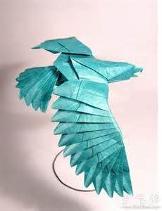 ORIGAMI........BY VIETNAMESE ARTIST NGUYEN HUNG CUONG.........SOURCE BING IMAGES........