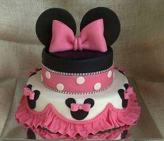 Pink minnie cake