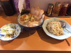 大宮の葱さんのラーメンと葱炒飯、サービスの野菜炒め