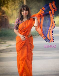 Love the orange n blue colour sari with tassels Simple Sarees, Trendy Sarees, Fancy Sarees, Ethnic Sarees, Indian Sarees, Indian Dresses, Indian Outfits, Indische Sarees, Casual Saree