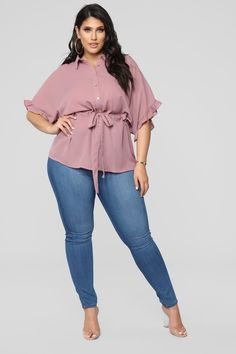 Big Size Fashion Outfits The plus size fashion niche has exploded over the last ten years. With all the choices available to full figured women these days, it can be a bit overwhelming when it come… Big Size Fashion, Plus Size Fashion For Women, Curvy Girl Fashion, Plus Size Women, Womens Fashion, Cheap Fashion, Fashion 2017, Fashion Brands, Plus Size Shirts
