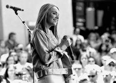 Story Behind the Song: Danielle Bradbery, 'Worth It' Danielle Bradberry, Country Artists, Country Music, Lyrics, Songs, Concert, Cork Boards, Musicians, Oc