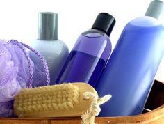 Dans les salons de coiffure, il est généralement fait deux shampoings. Le premier est un shampoing neutre fait pour nettoyer le cheveux et s...