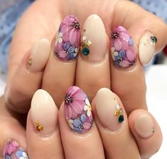Meet Spring With These Floral Nail Designs! Almost every girls like beautiful flowers.We are crazy in love with flowers.Since nothing conveys a. Flower Nail Designs, Nail Designs Spring, Simple Nail Designs, Nail Art Designs, Spring Nail Colors, Spring Nails, Summer Nails, Cute Nails, Pretty Nails