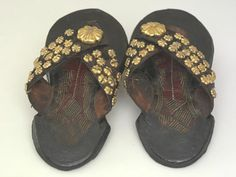 Chiefs only need apply for gold-ornamented Akan sandals